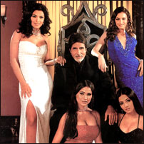 Амитабх с королевами: в белом - Приянка, в красном - Лара Дутт, в синем - Дия Мирза, в черном - Силена Джалити