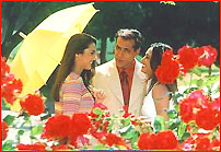 слева направо Прити, Салман, Рани в песне Dil Tera Mera Dil