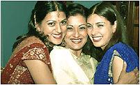 слева направо Ришима Малик, Моушуми Саттерджи, Лиза Рай